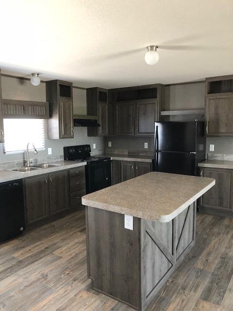 Kitchen w barn door island